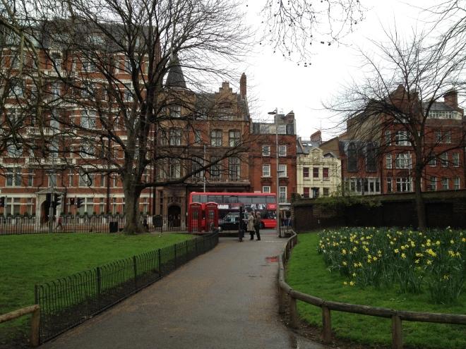 Kensington Gardens - uscita su Kensington High Street
